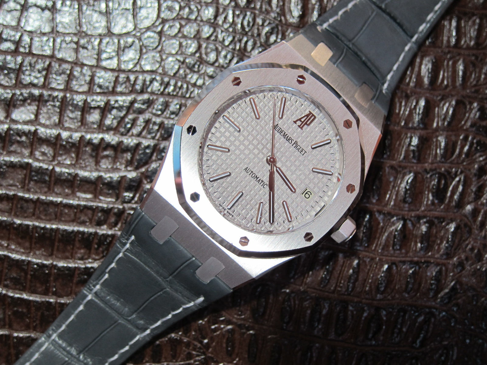 39mm white gold limited edition