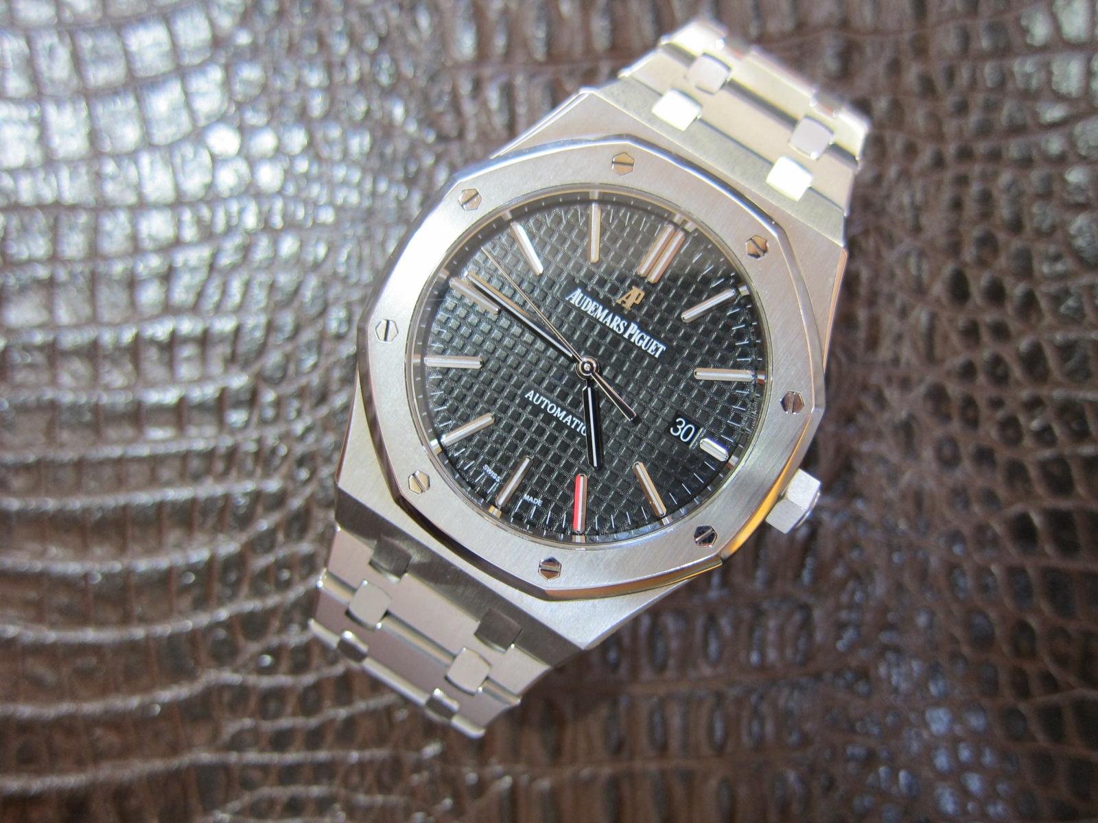 black dial 15400
