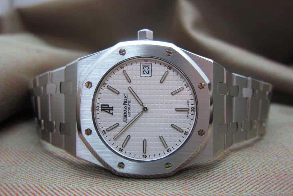 15202 white dial